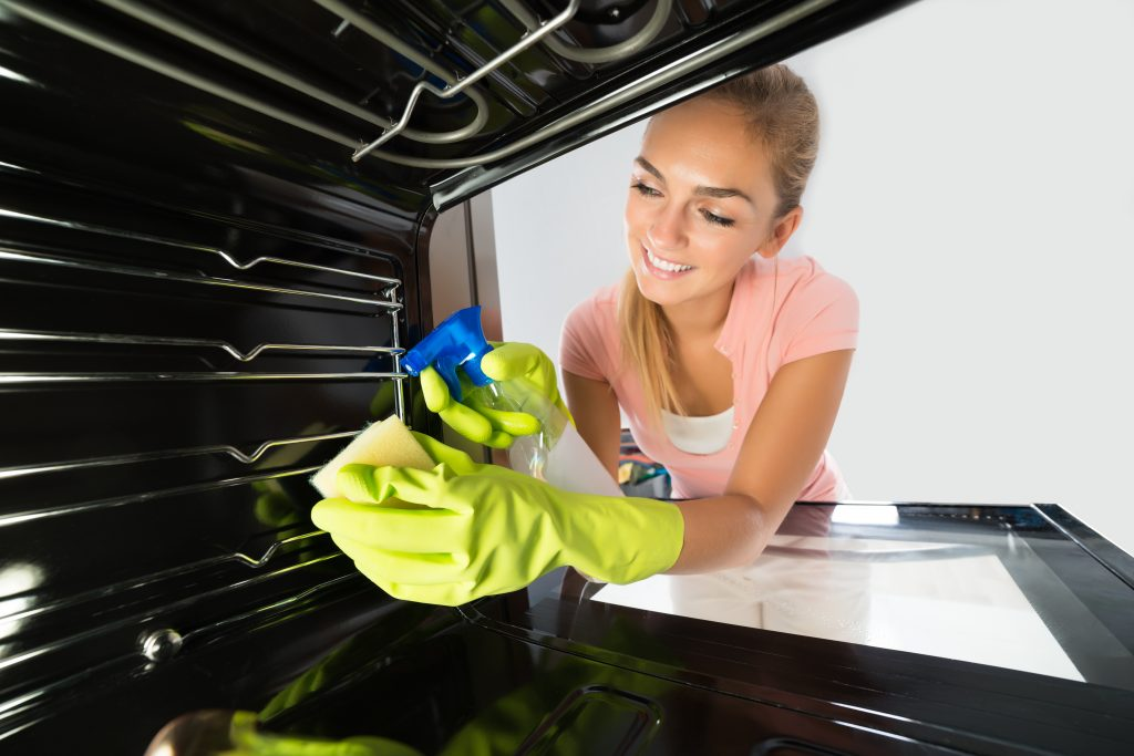 cleaning-oven-inside