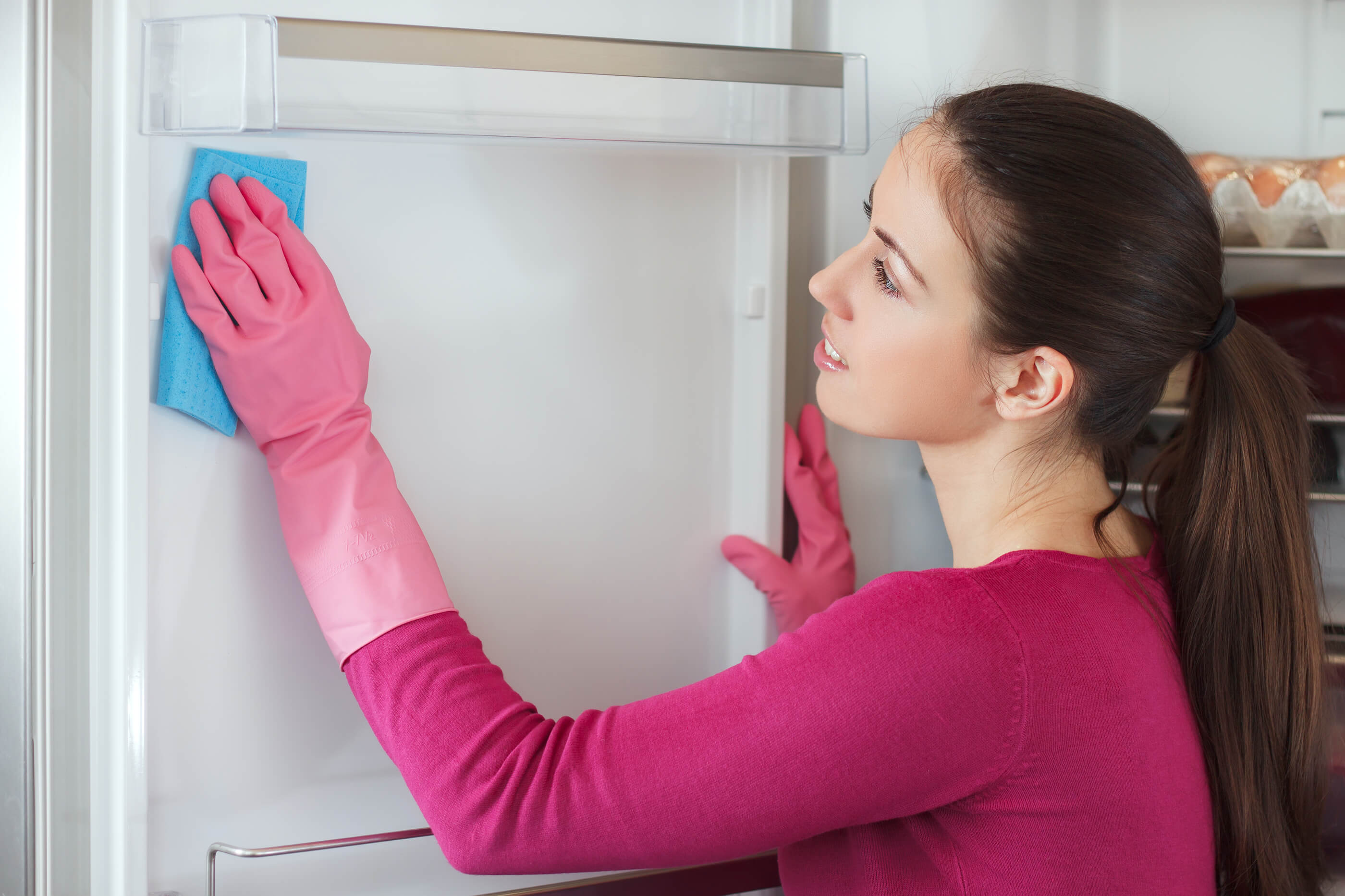 woman-preparing-refrigerator-before-leaving-on-vacation