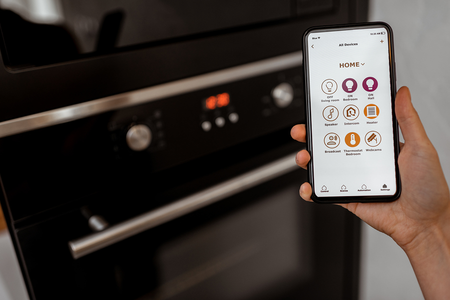 App-Controlling-Smart-Kitchen-Appliance-Oven
